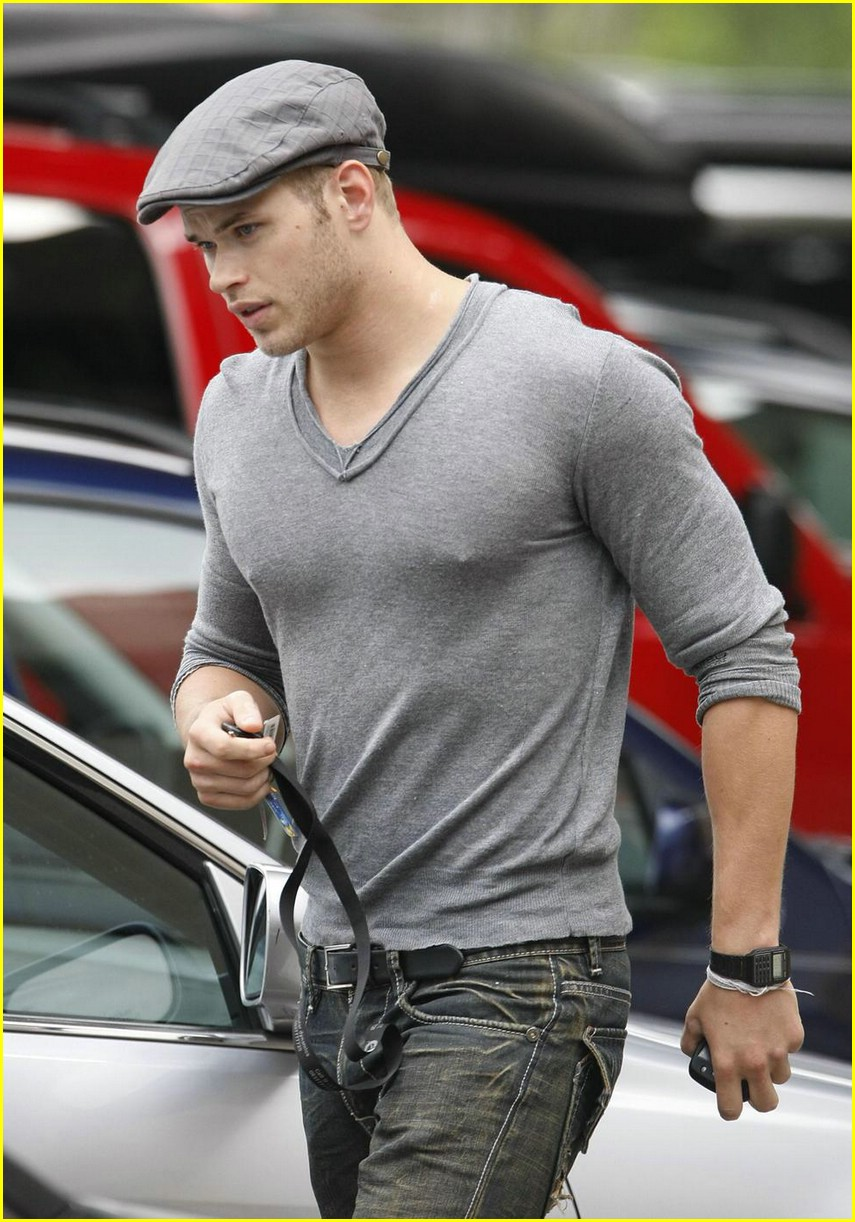 kellan lutz gray guy 12