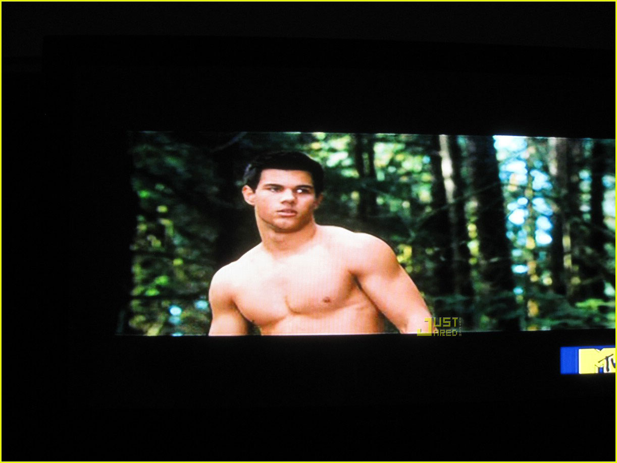 taylor lautner shirtless new moon 01