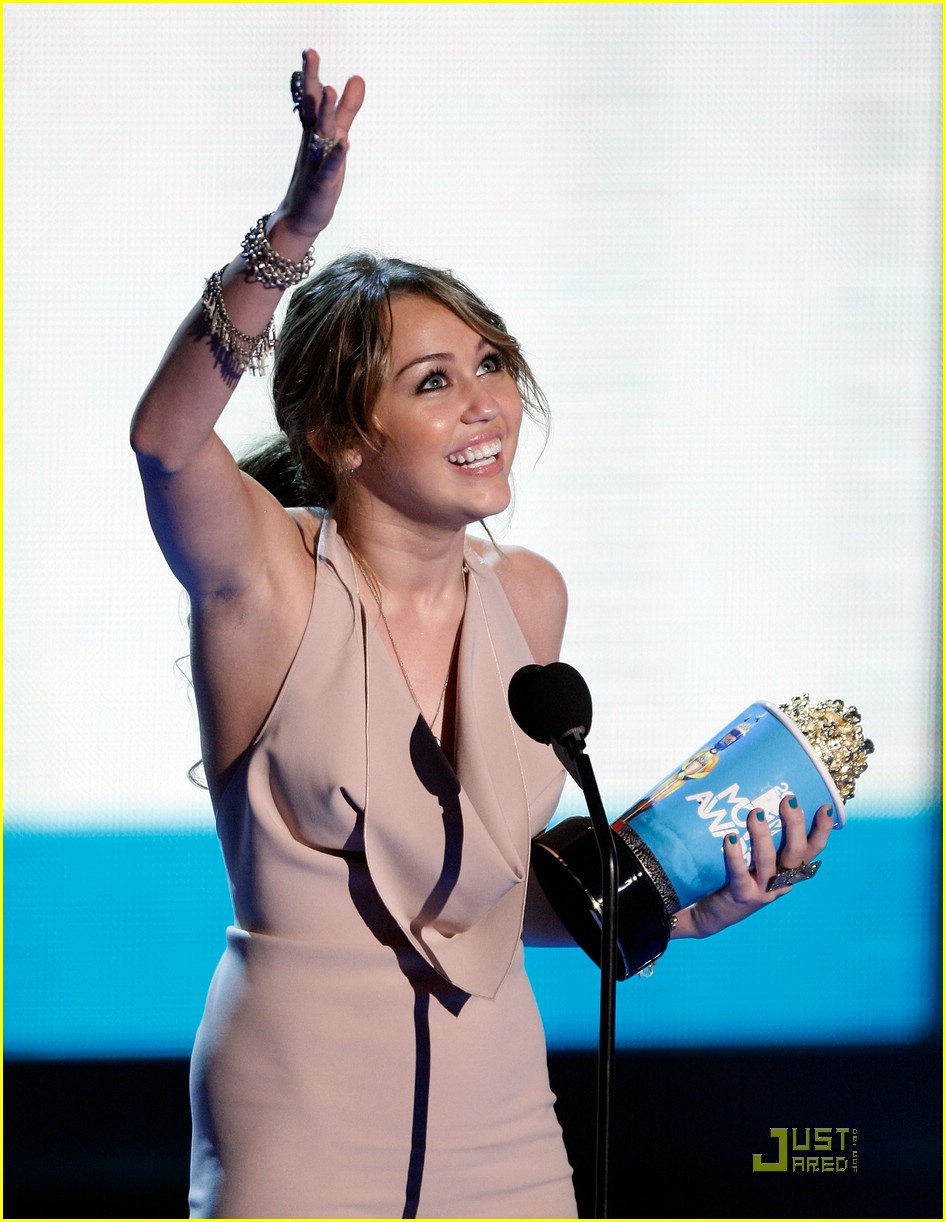 miley cyrus climbs mtv awards 01