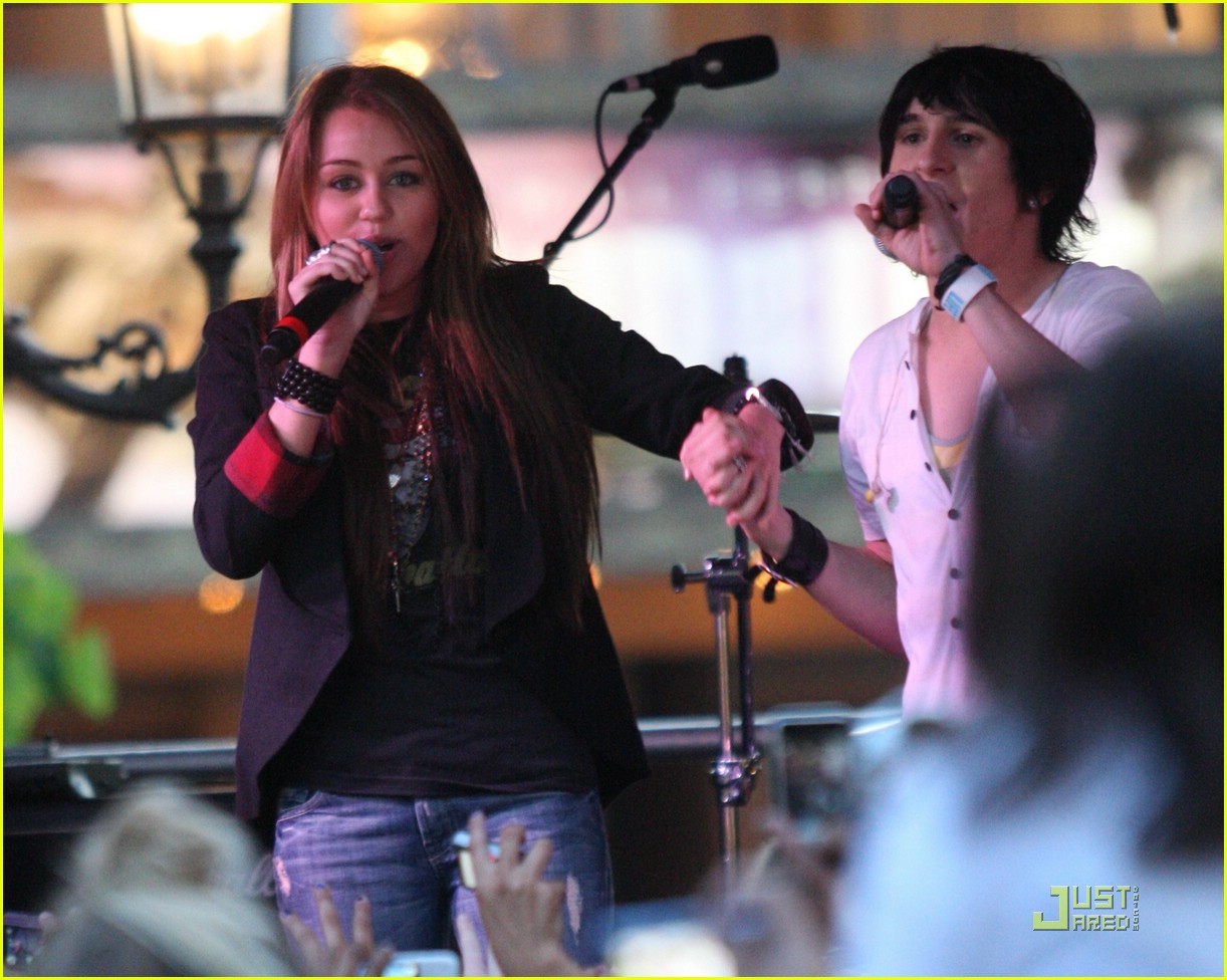 miley cyrus mitchel musso the grove 01