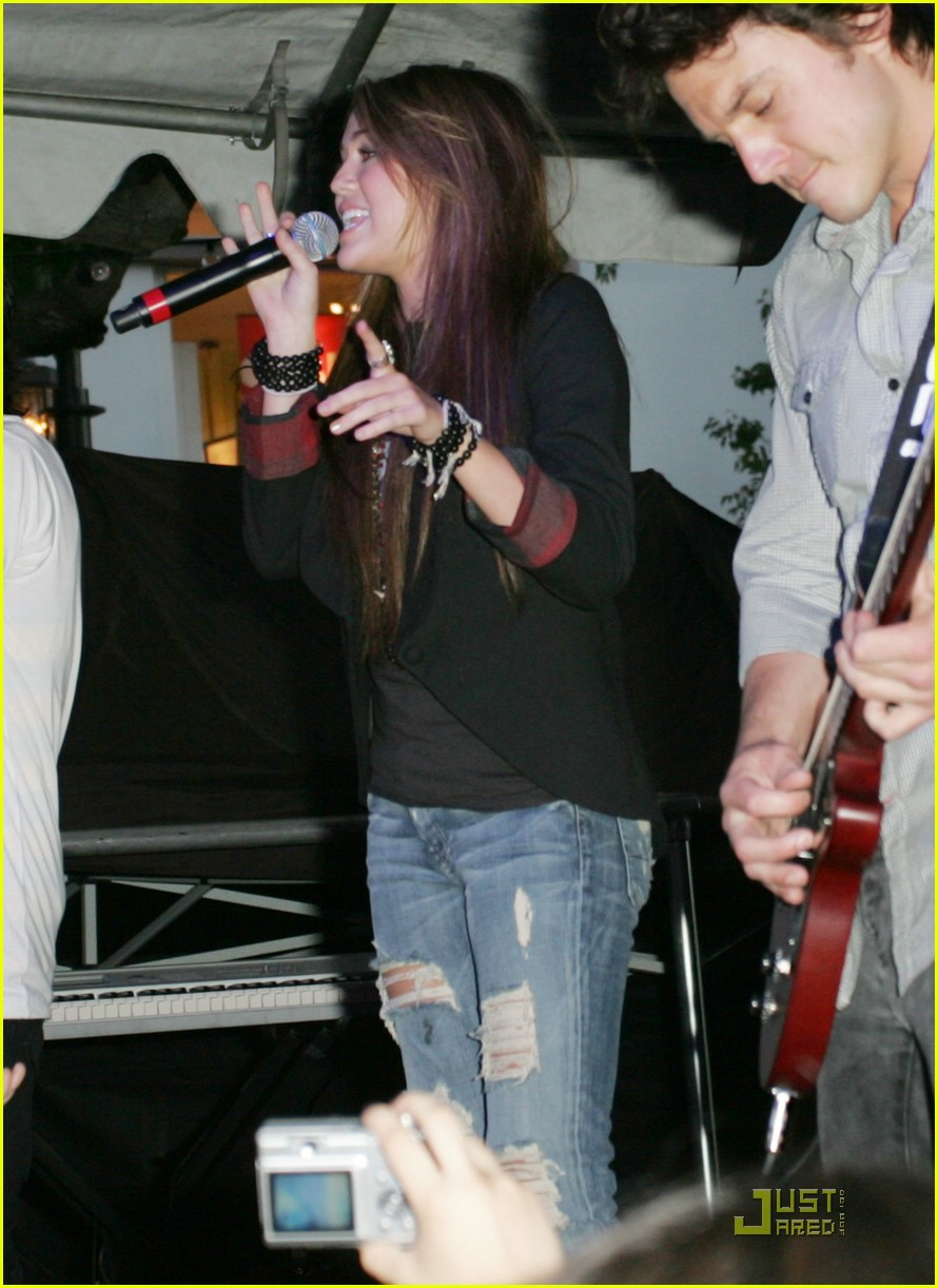 miley cyrus mitchel musso the grove 17