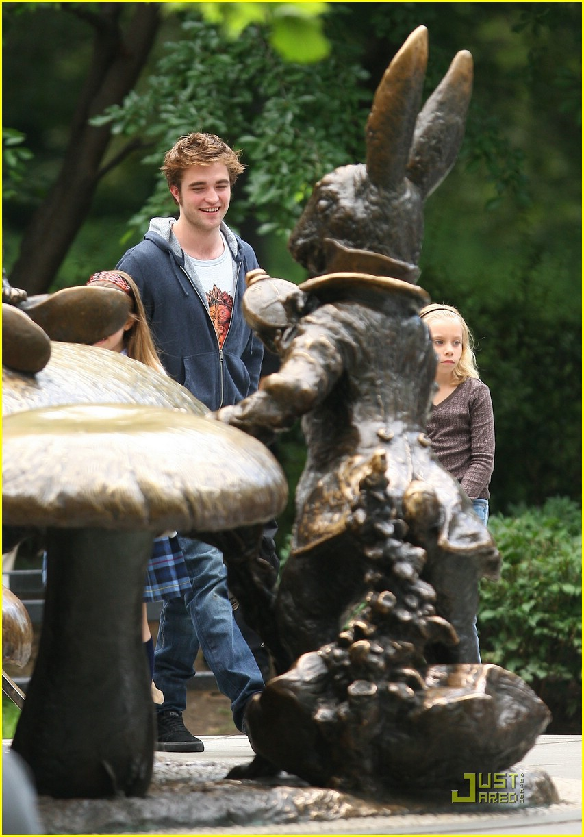robert pattinson alice wonderland late 02