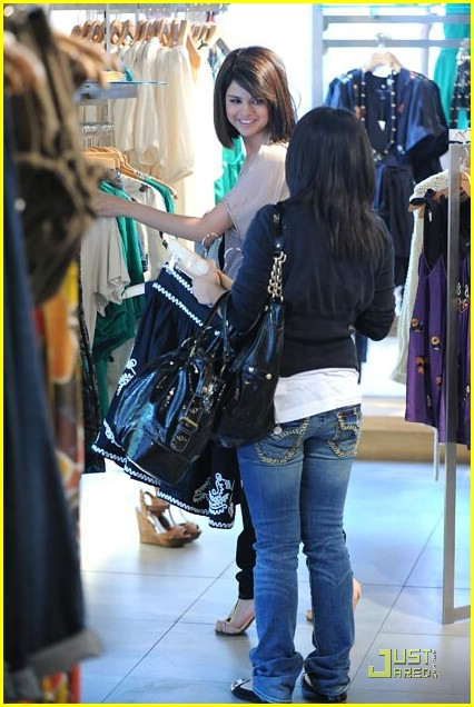 selena gomez soho shopper 11