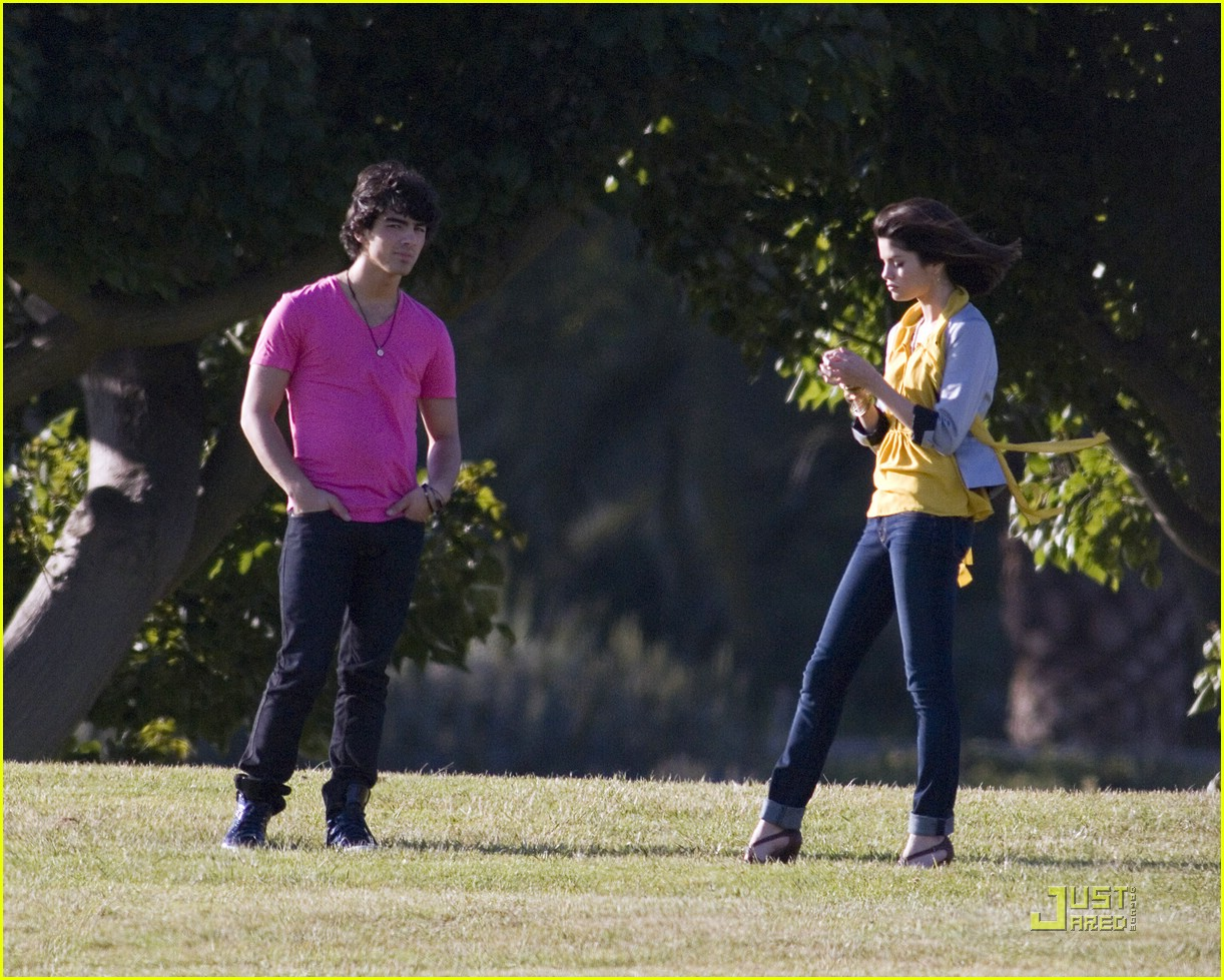 selena gomez nick jonas wiffle ball 10
