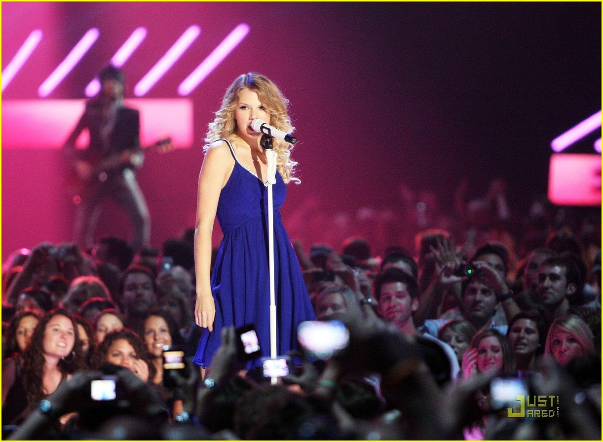 taylor swift video year 19
