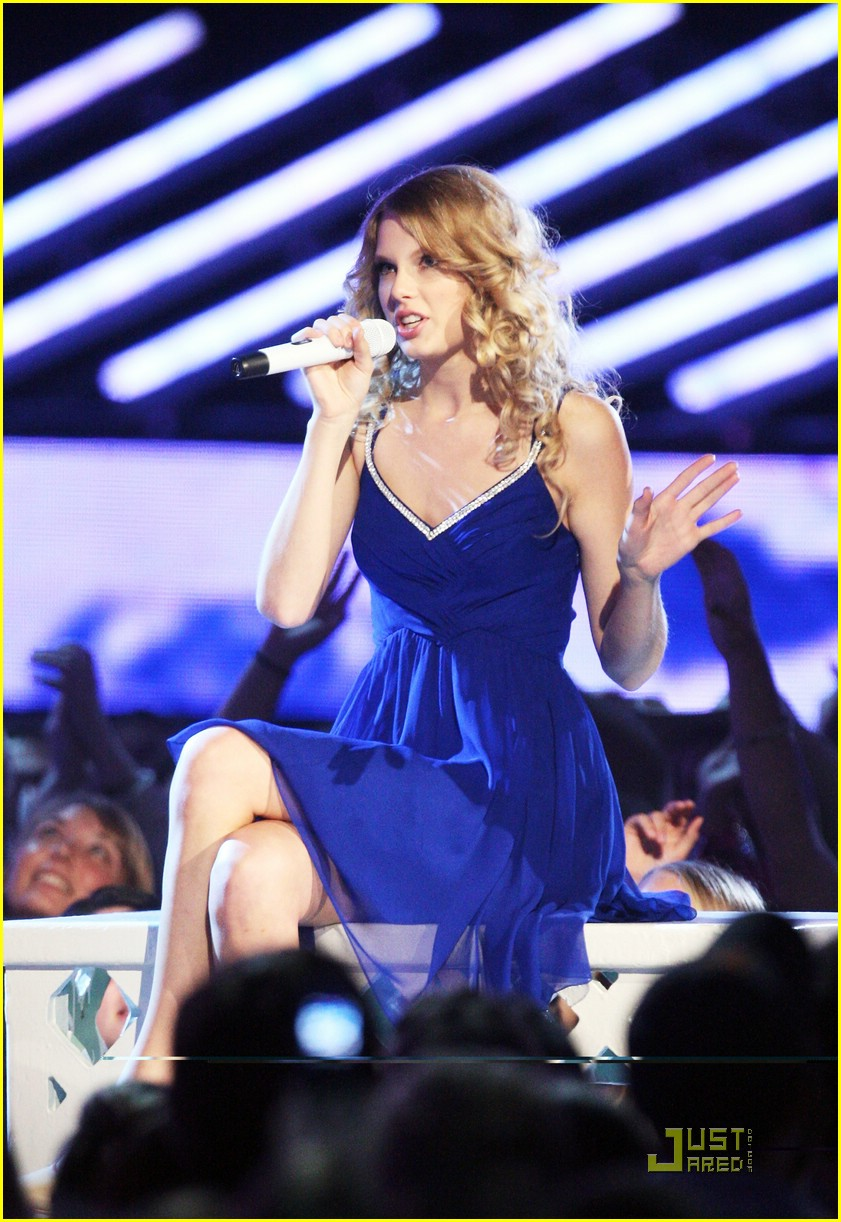 taylor swift video year 44