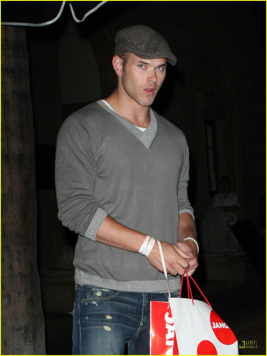 ashley greene kellan lutz friday 04