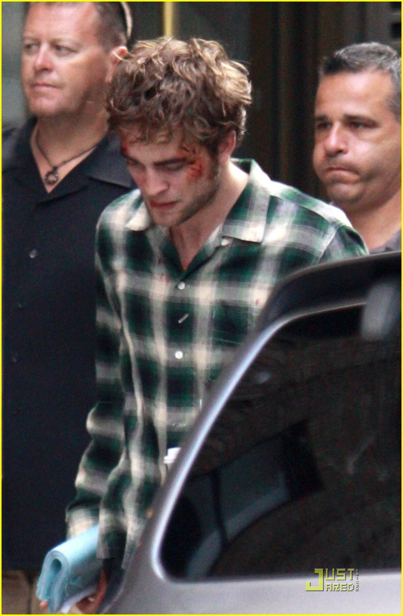 robert pattinson bloody 01