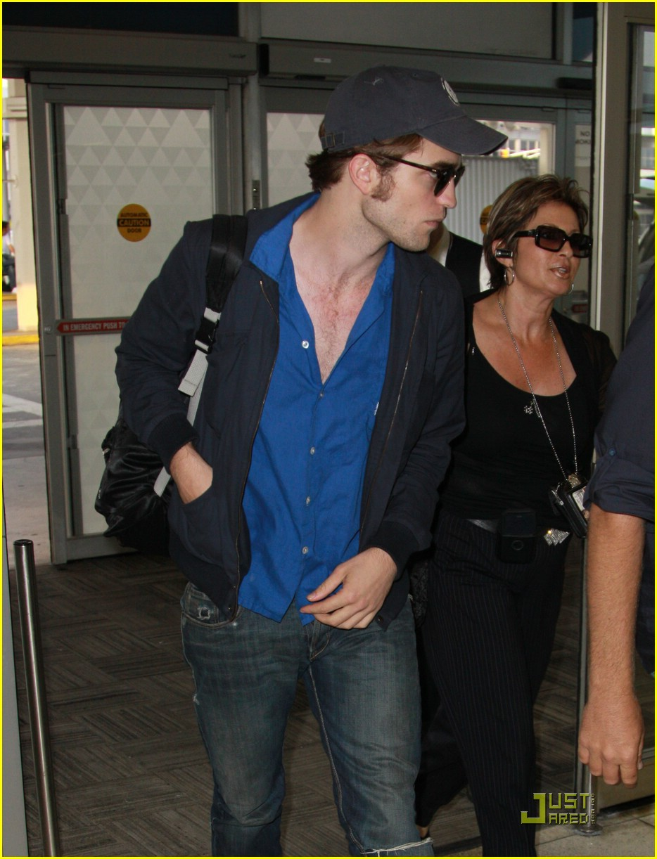robert pattinson jfk jet 01