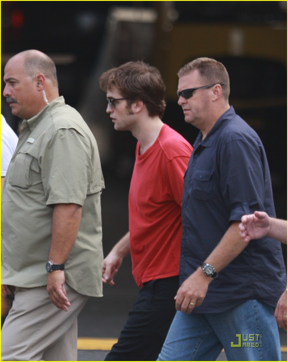 robert pattinson jfk jet 03