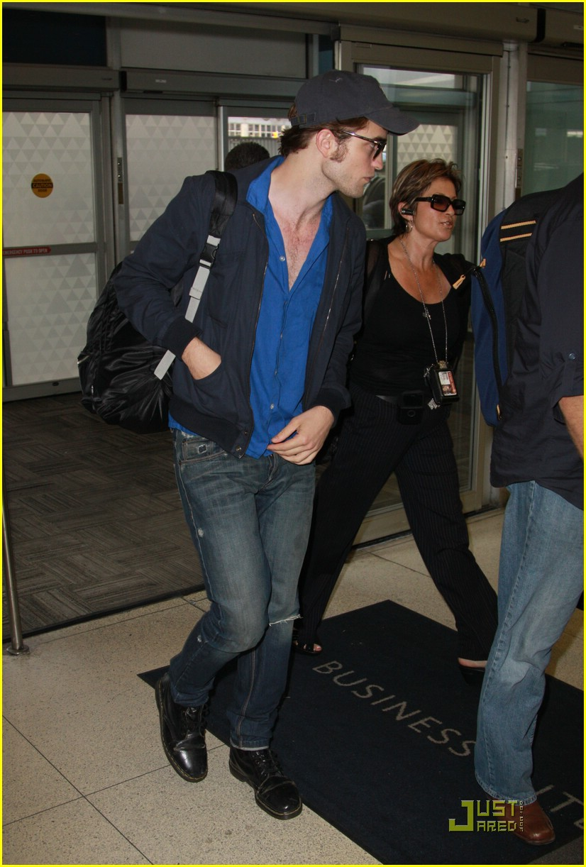 robert pattinson jfk jet 04