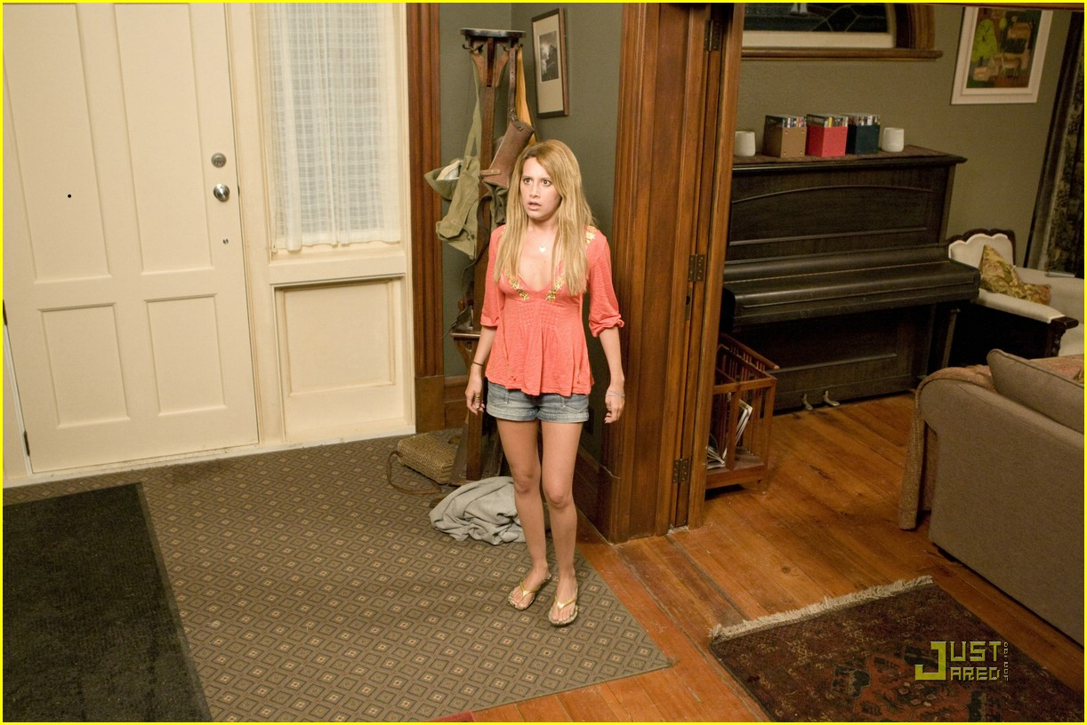 ashley tisdale aliens stills 08