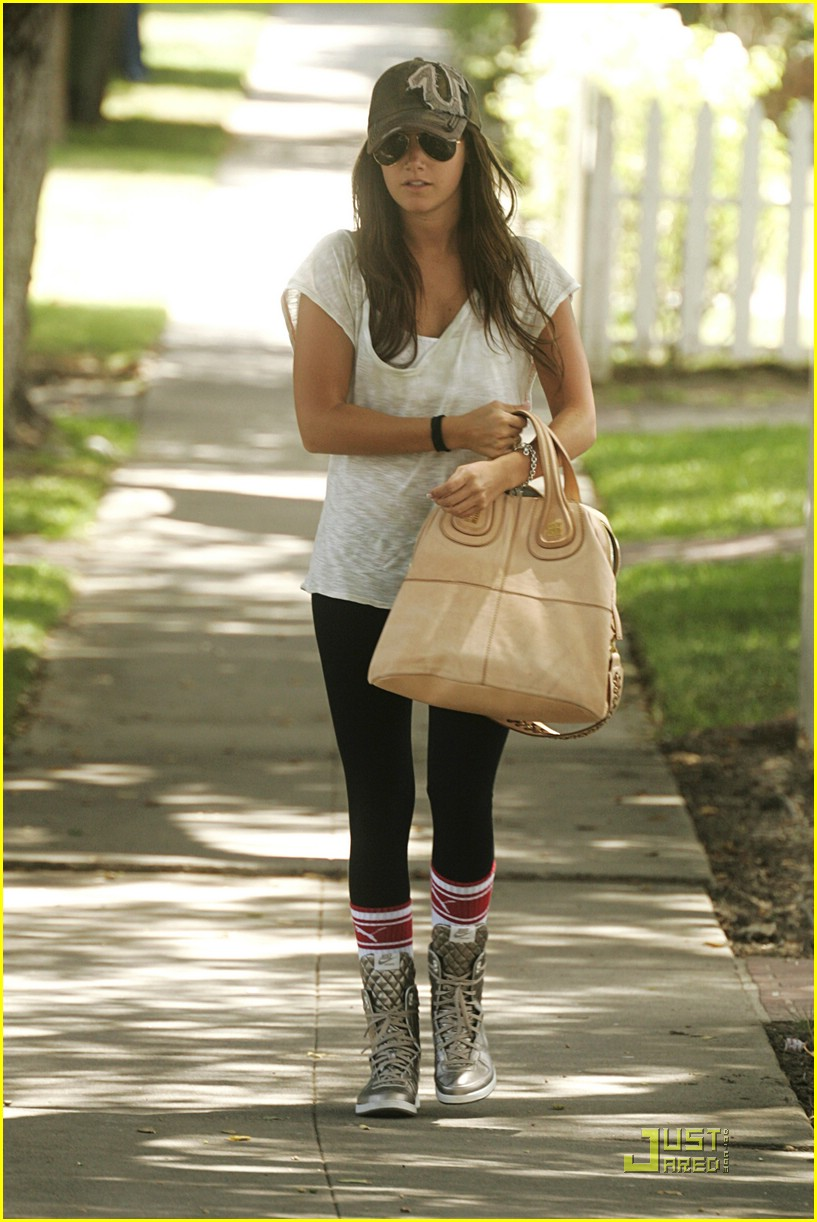 Ashley Tisdale Gets A Clue | Photo 216661 - Photo Gallery ...