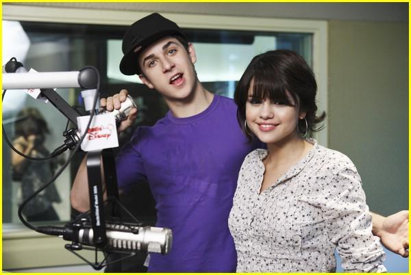 Selena Gomez Kissing David Henrie Full Sized Photo of da...