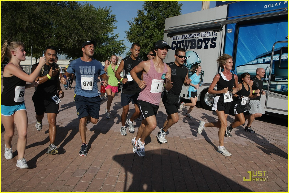 joe jonas special olympics run 03