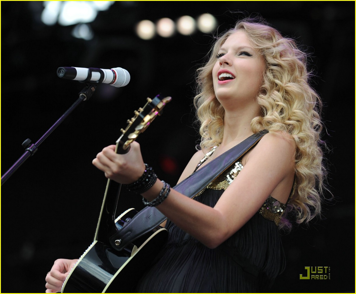 taylor swift v fest day one 01
