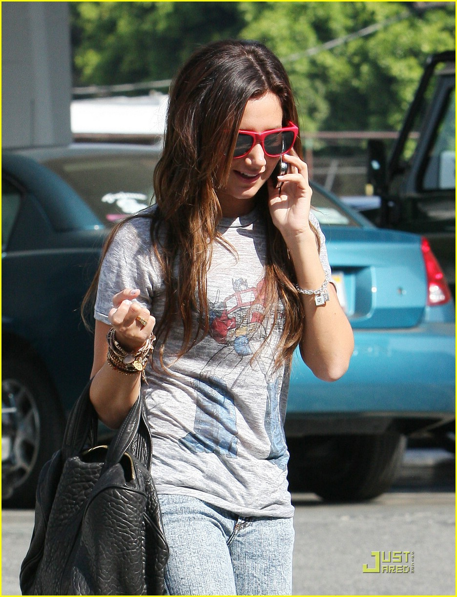 ashley tisdale twitter page 09