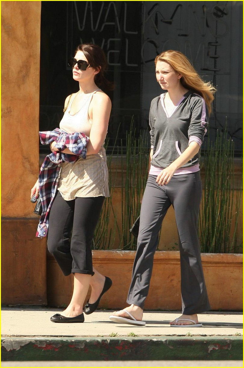 ashley greene vivians cafe 01