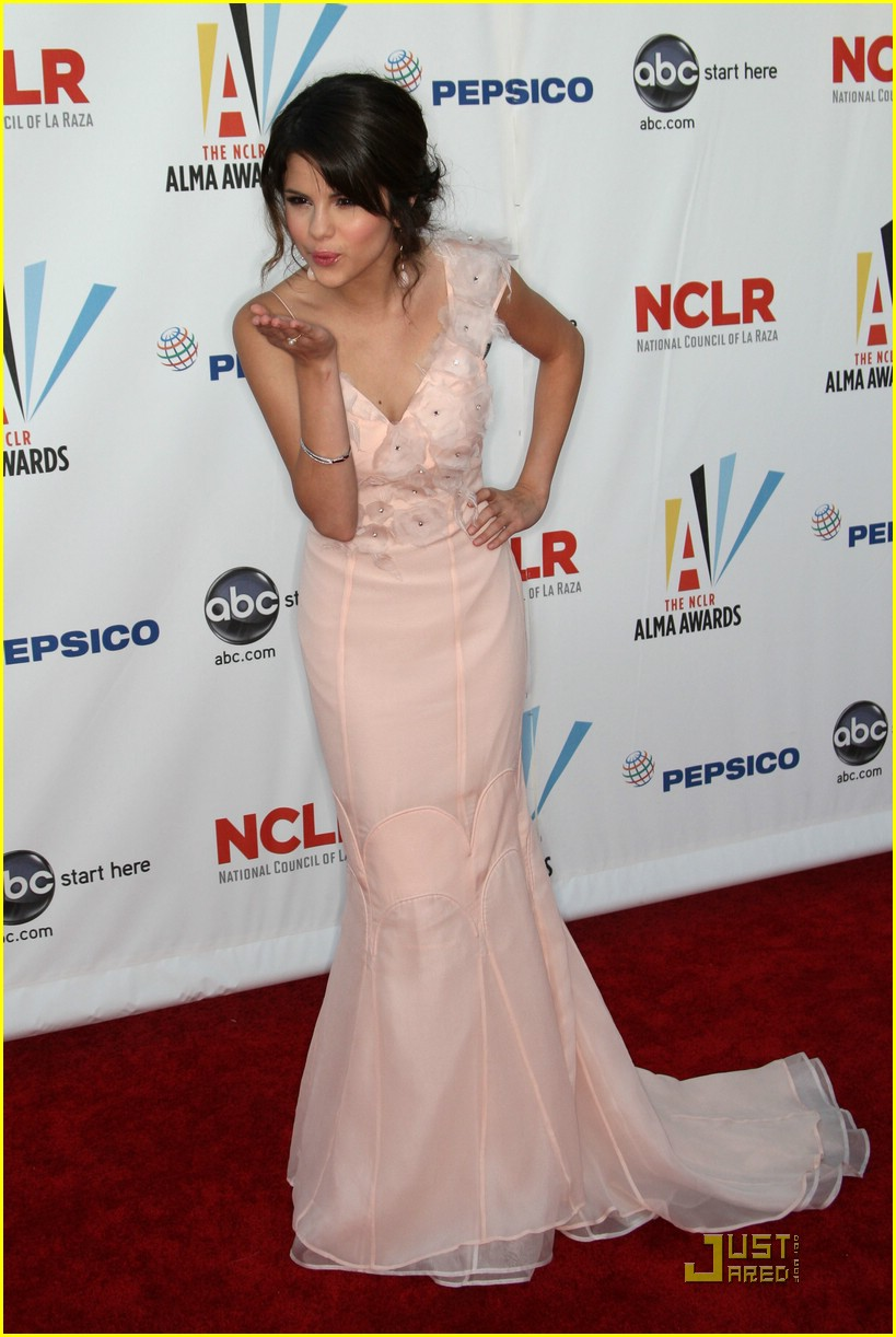 selena gomez alma awards 08
