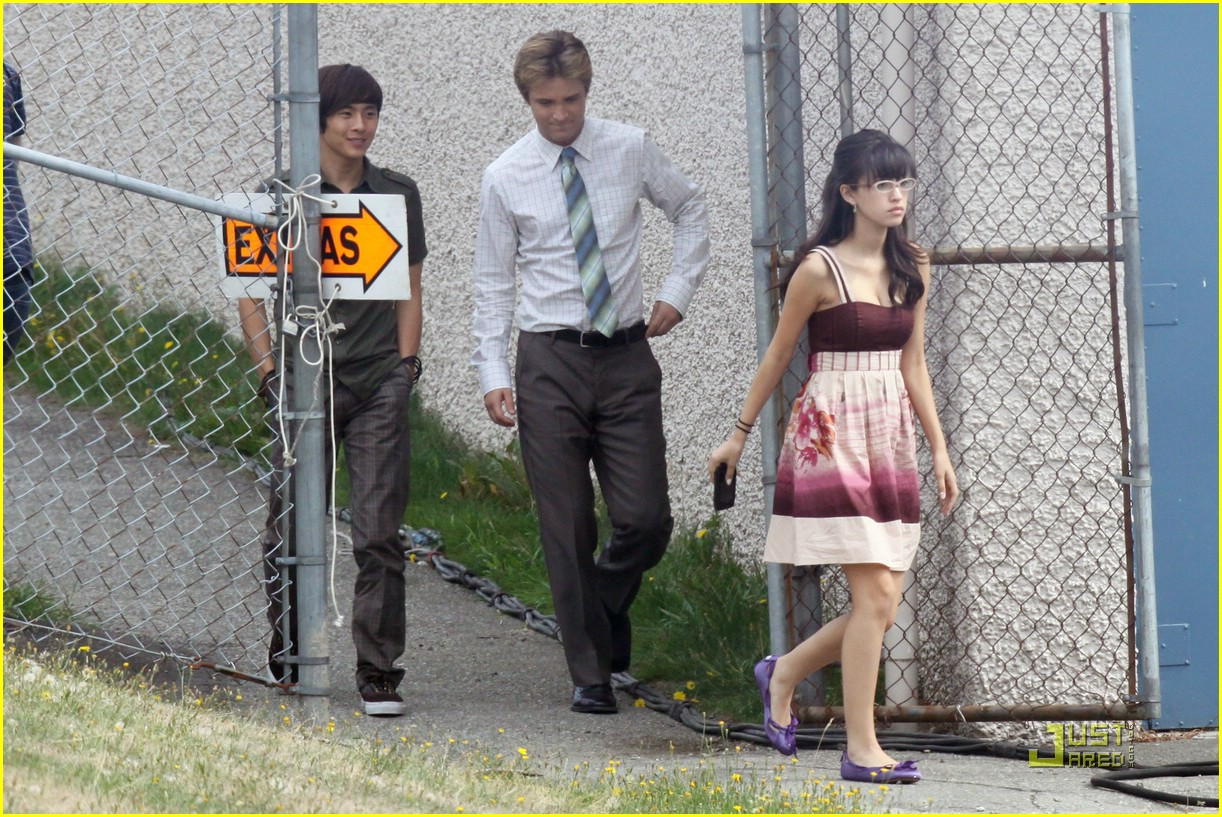 christian serratos michael welch graduate 03