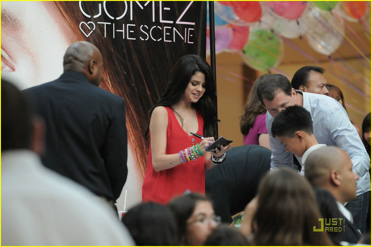 selena gomez costa mesa meet 18