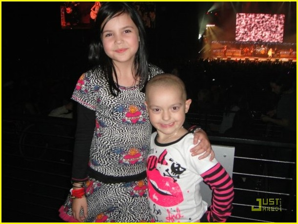 bailee madison zoe jingle ball 02