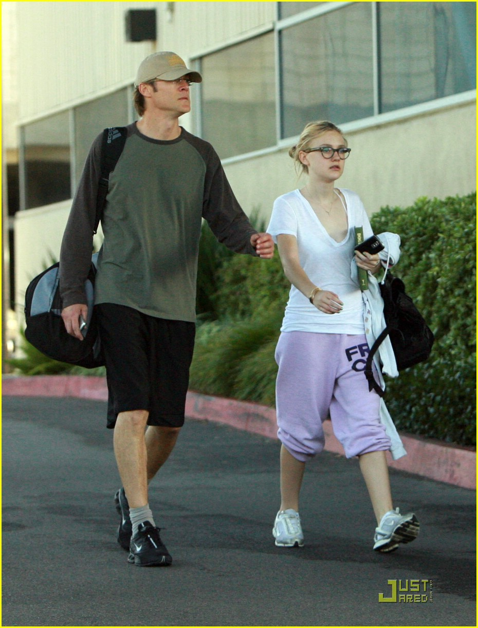 dakota fanning gym junkie 13