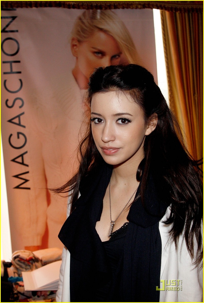 christian serratos loreal lady 04