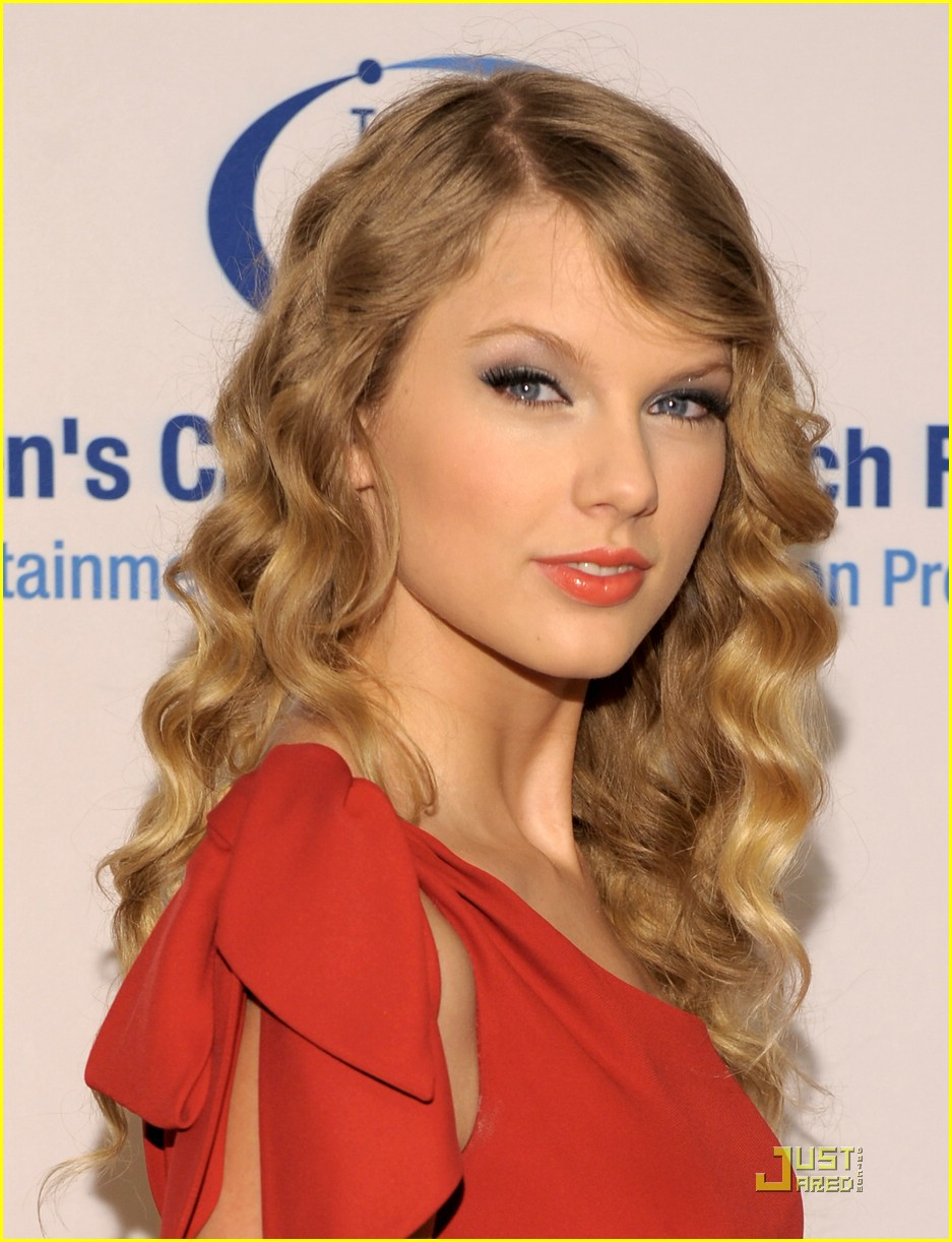 taylor swift julianne hough cancer 02