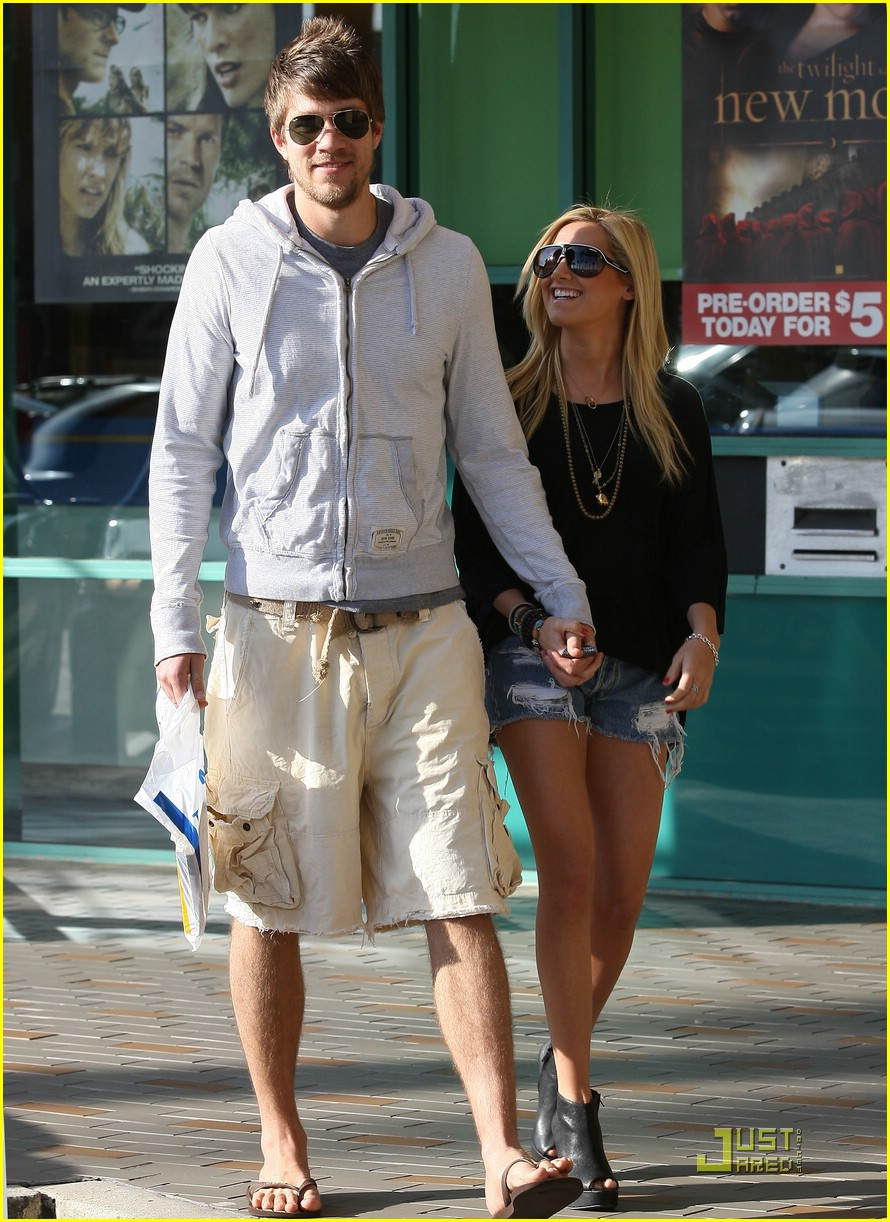 ashley tisdale scott speer robeks 01