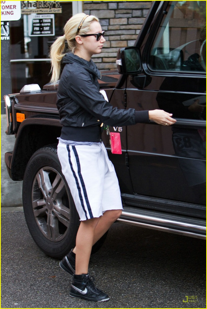 photo of Ashley Tisdale Mercedes-Benz G550 Wagen - car