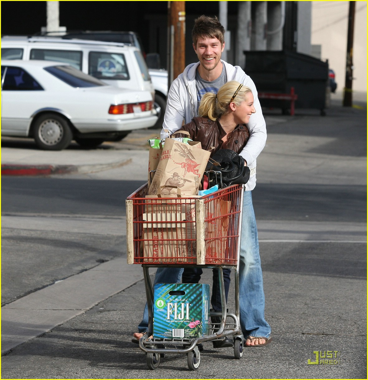 ashley tisdale scott speer trader joes 01