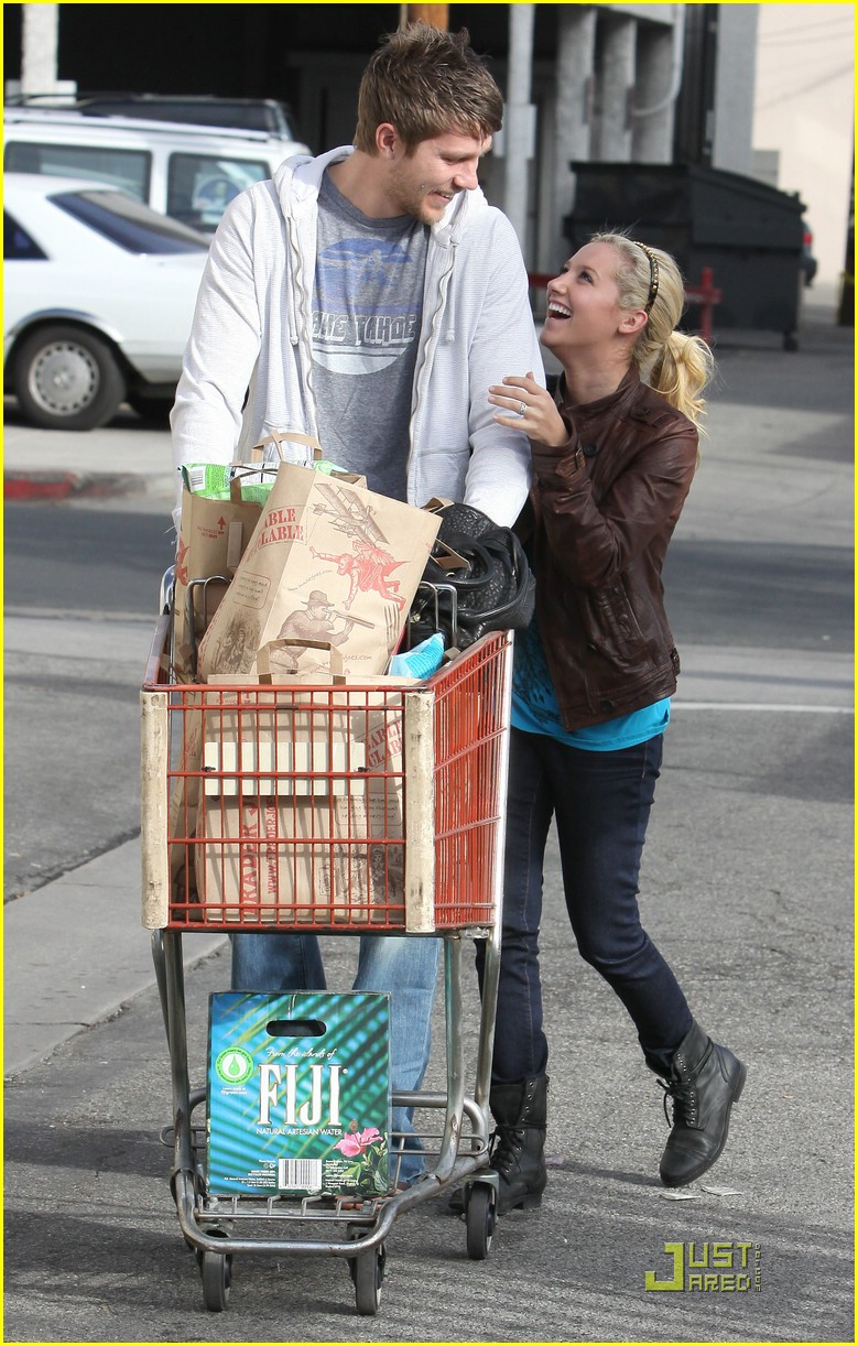 ashley tisdale scott speer trader joes 07