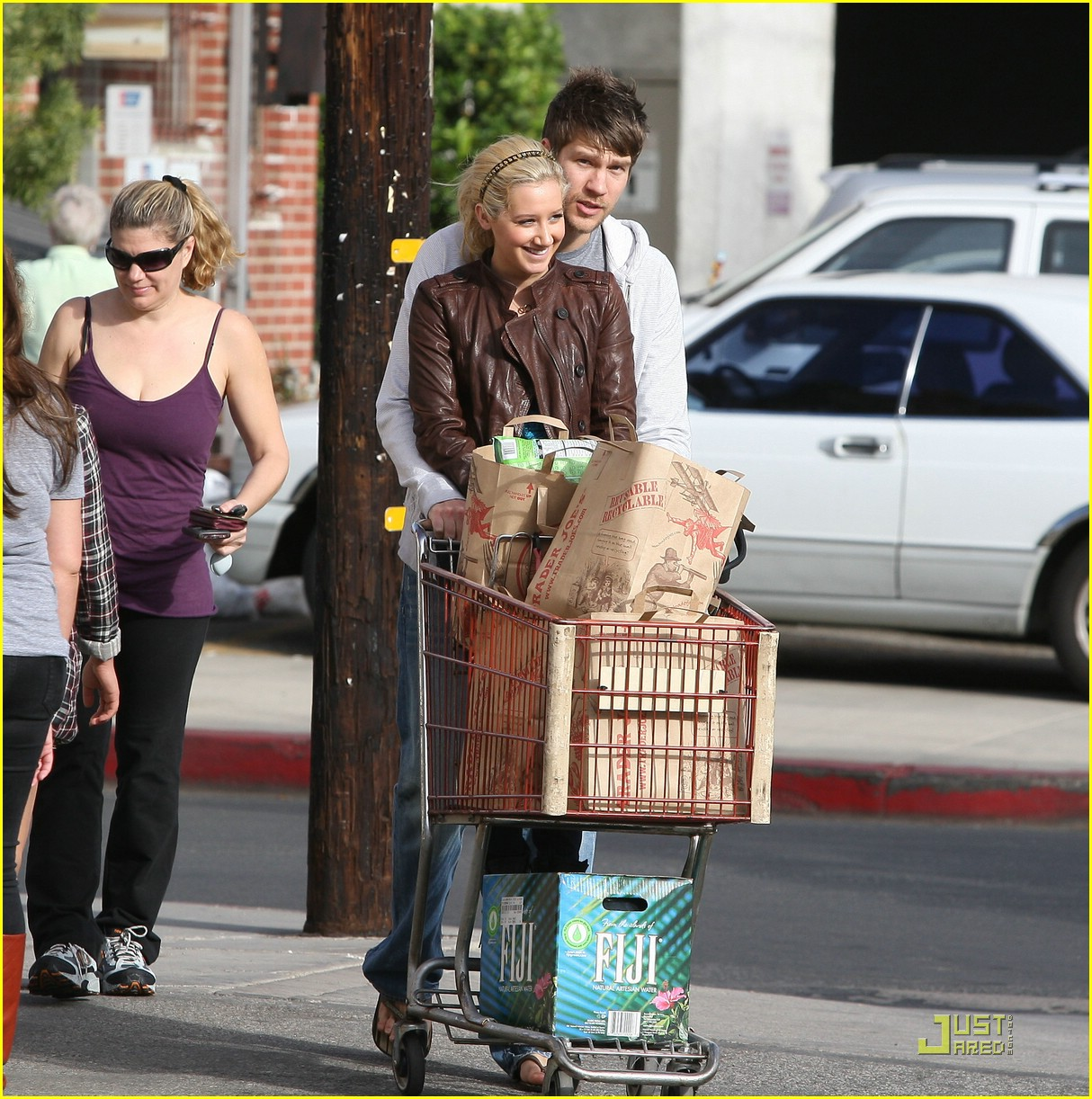 ashley tisdale scott speer trader joes 09