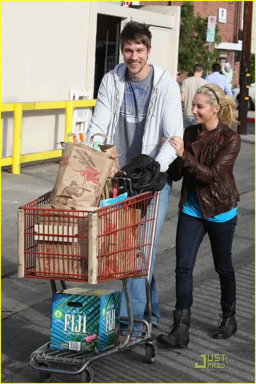 ashley tisdale scott speer trader joes 24