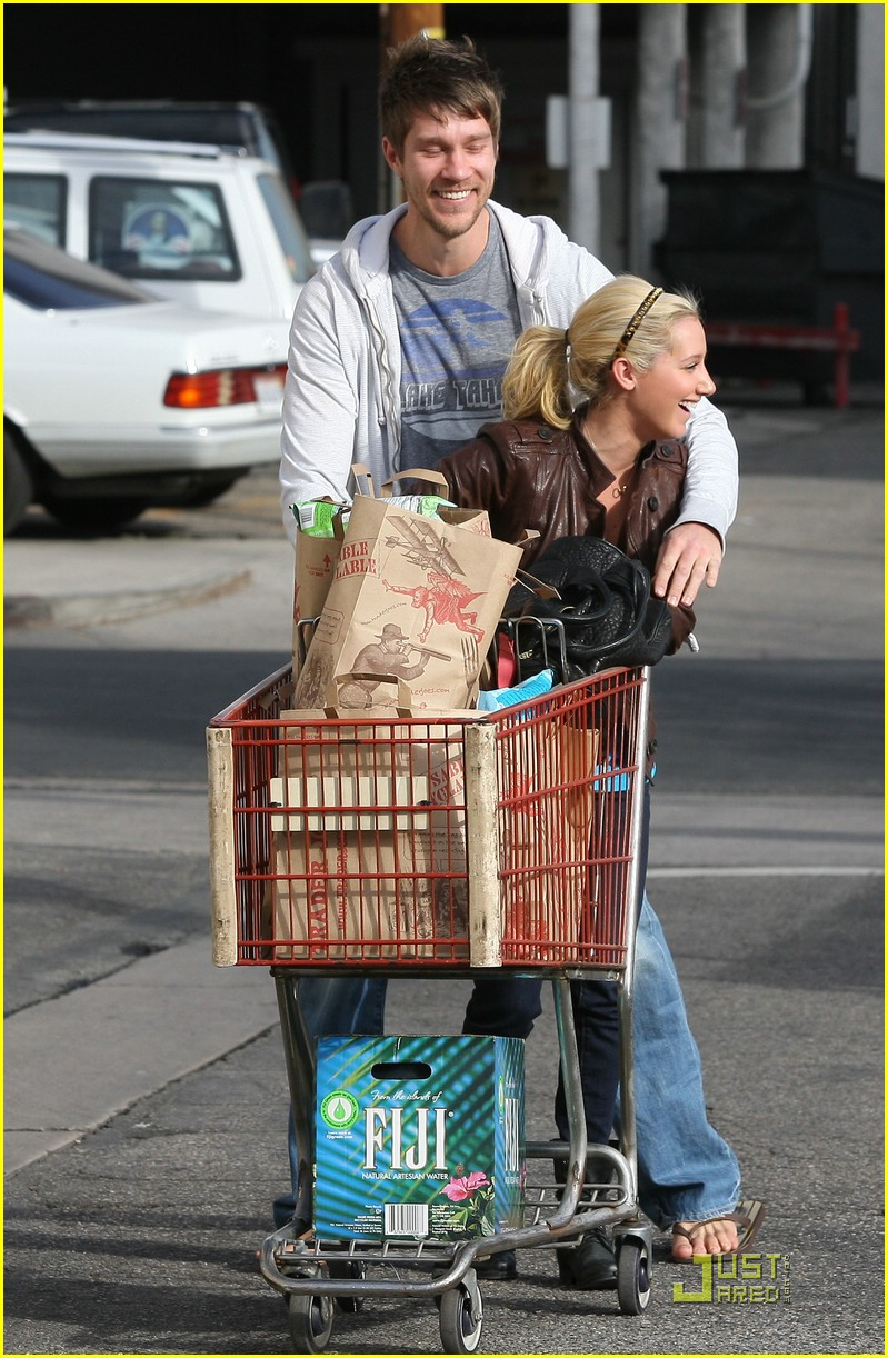 ashley tisdale scott speer trader joes 39