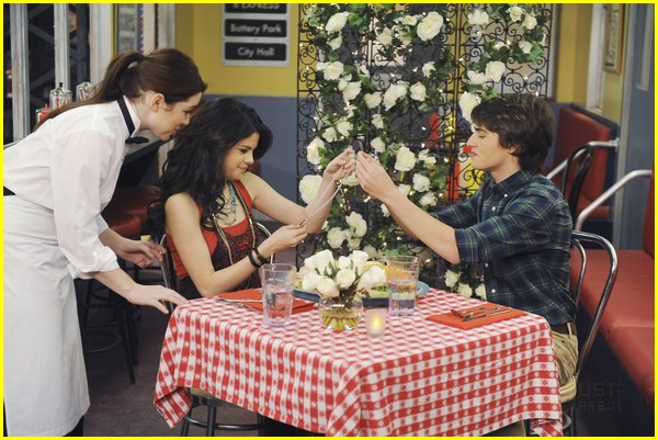 selena gomez gregg sulkin magic match 09