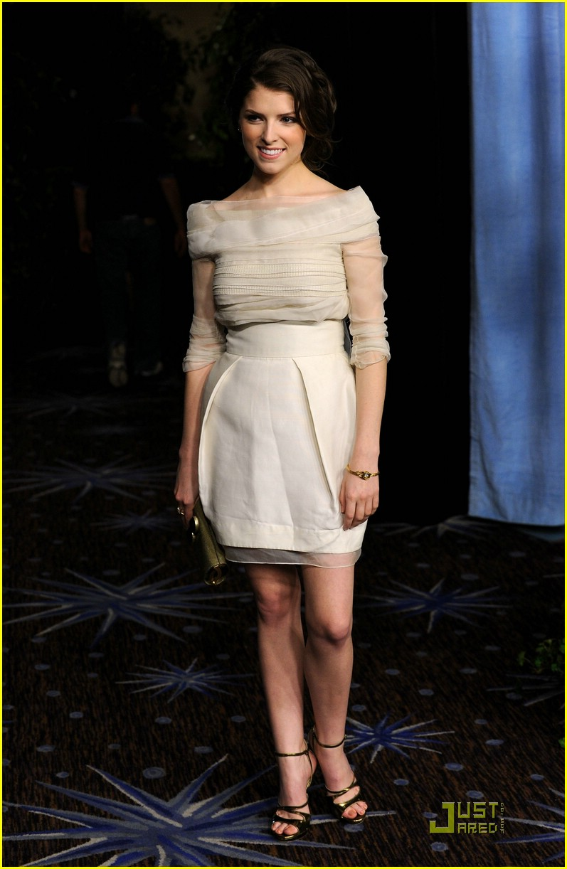 anna kendrick luncheon oscar 06