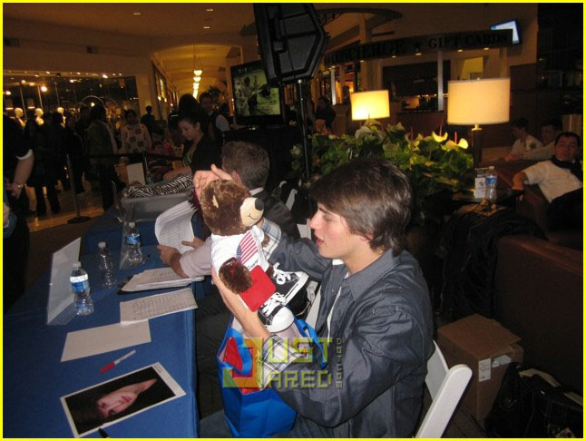 gregg sulkin build bear 15
