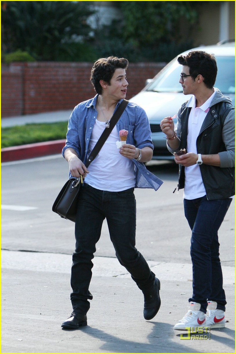 joe nick jonas ice cream 20