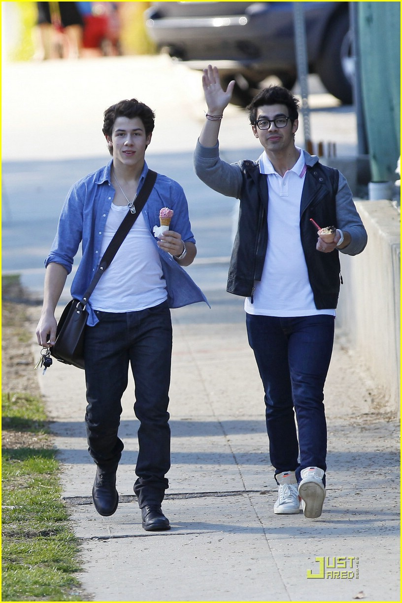 joe nick jonas ice cream 22