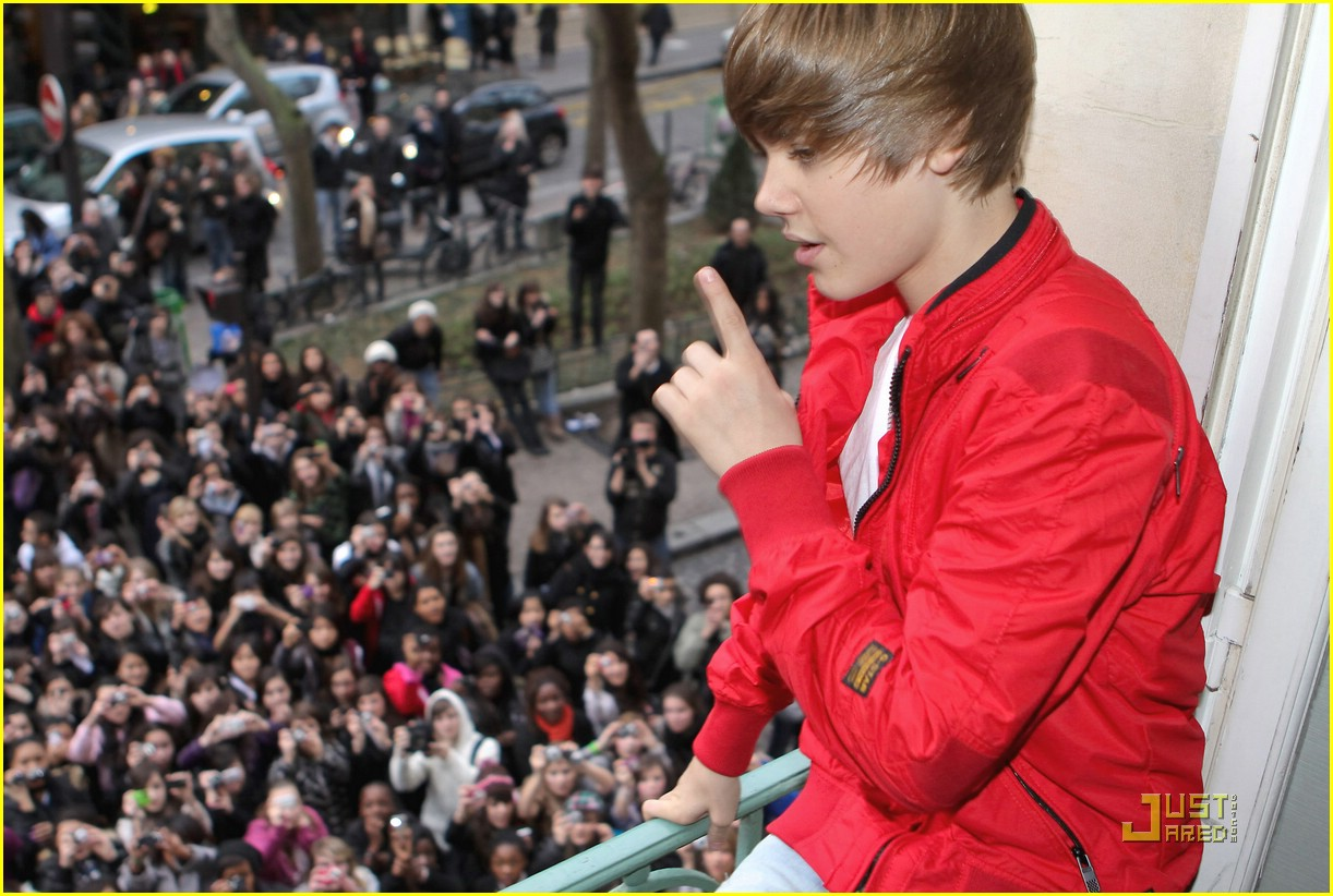 justin bieber paris perform 03
