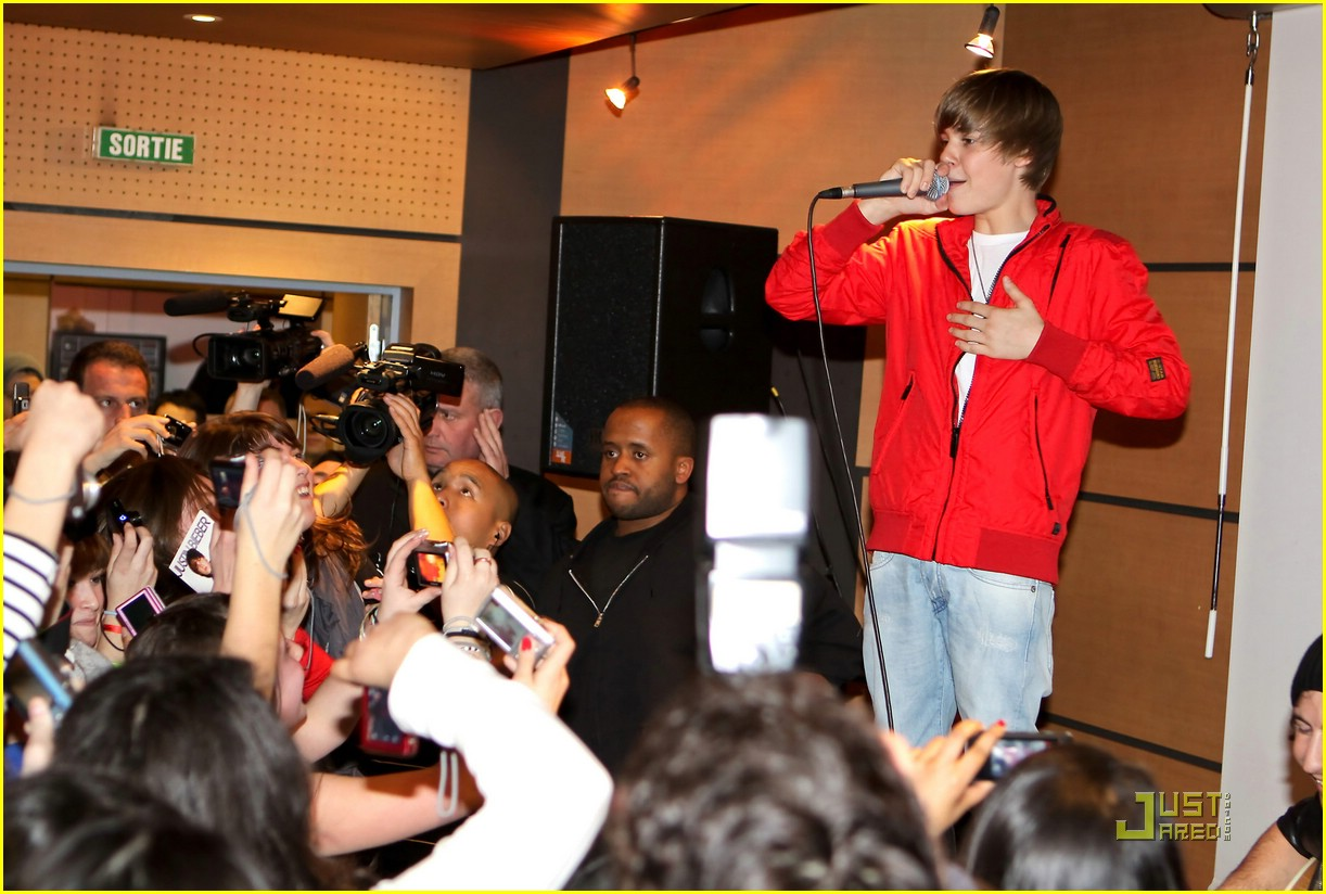justin bieber paris perform 09