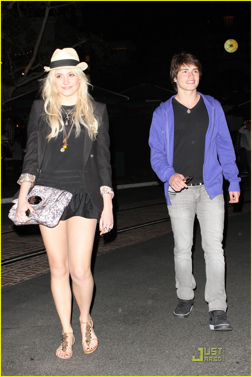 gregg sulkin pixie lott cheesecake factory 27