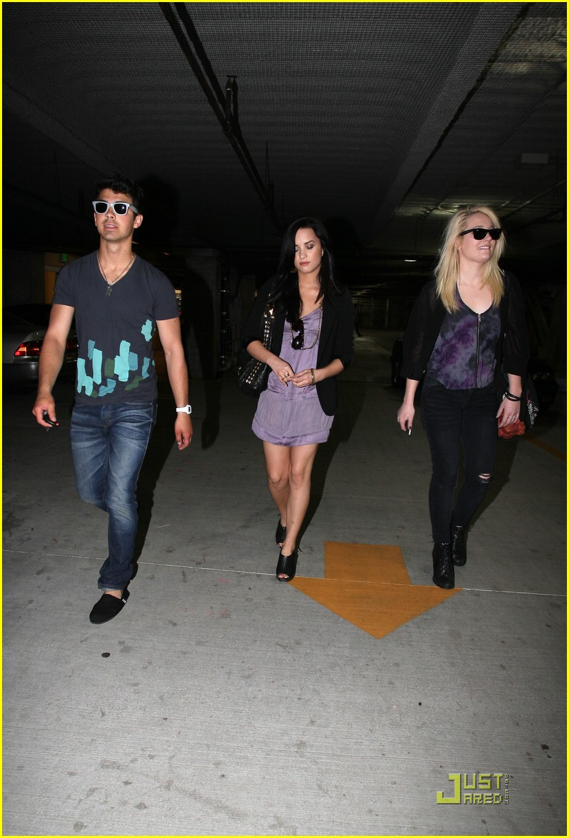 joe jonas demi lovato church 02
