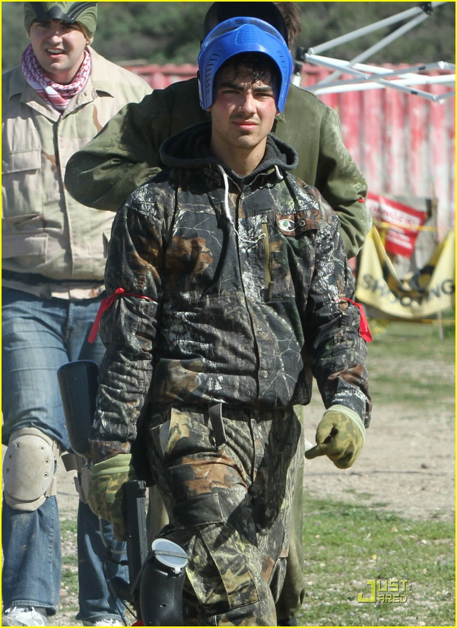 joe jonas david henrie paintball 35