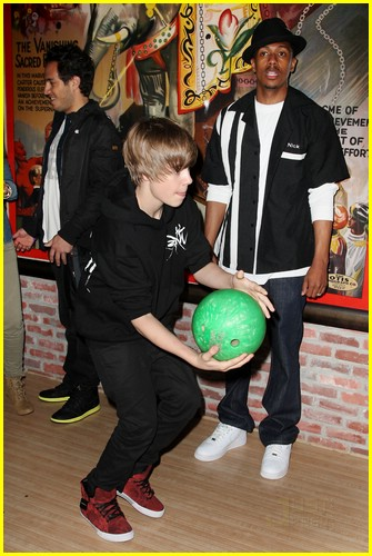 justin bieber bowling party 07