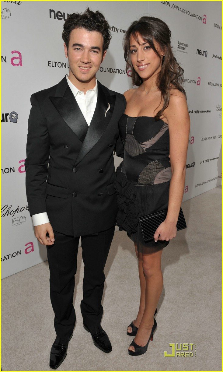 kevin danielle jonas vf party 01