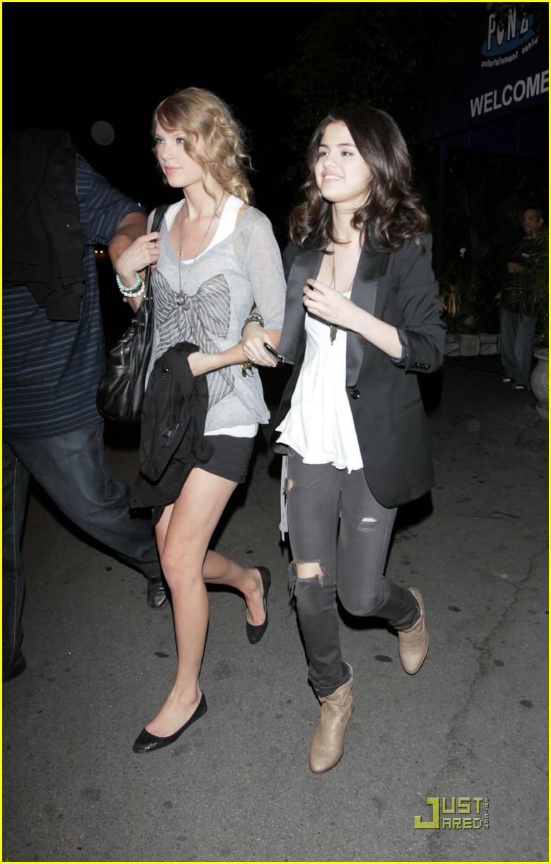 selena gomez taylor swift bowling party 42