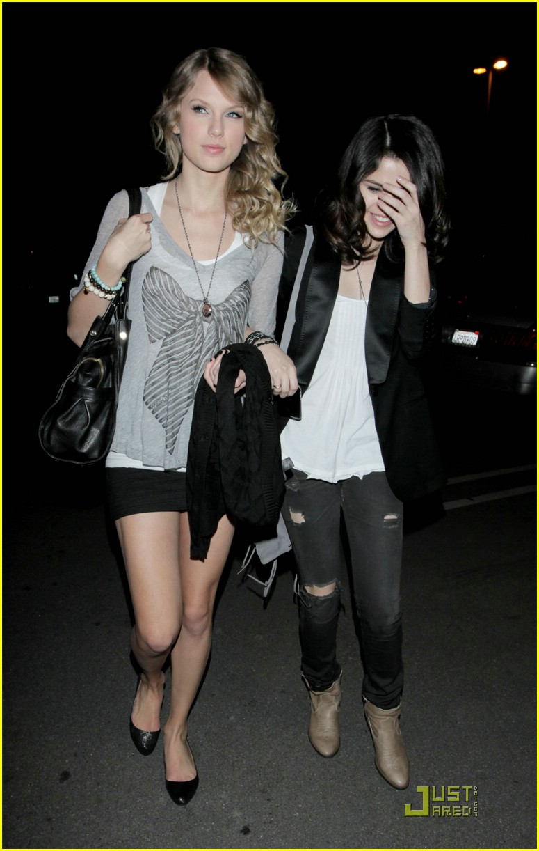 selena gomez taylor swift bowling party 45